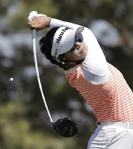 2021년 미국여자프로골프(LPGA) 투어 시즌 첫 번째 메이저대회 ANA 인스피레이션 우승을 차지한 장타자 패티 타바타나킷.jpg