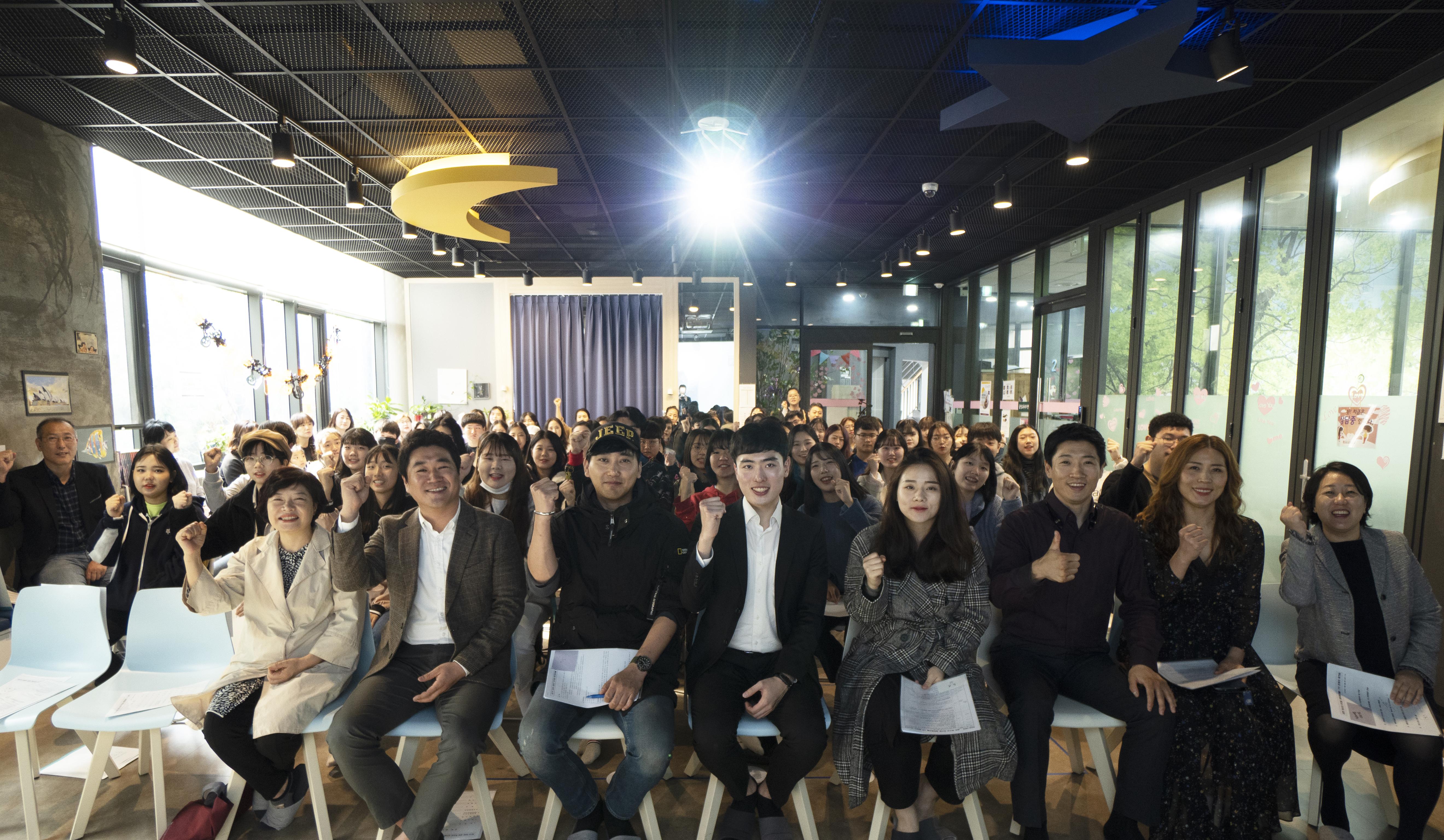 금천 청소년뮤지컬 레미제라블 7기 입학식 단체사진.jpg
